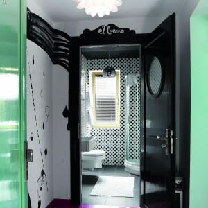 Łazienka dla gości. Deseń w grochy to jest hit!