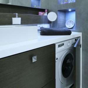 Zabudowa pralki – zobacz 11 pomysłów architektów