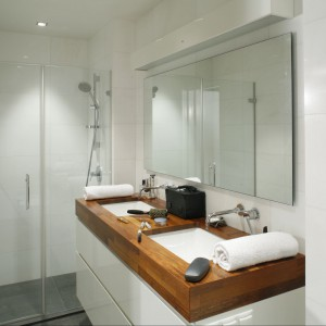 Drewno w łazience – tak wykorzystują je architekci