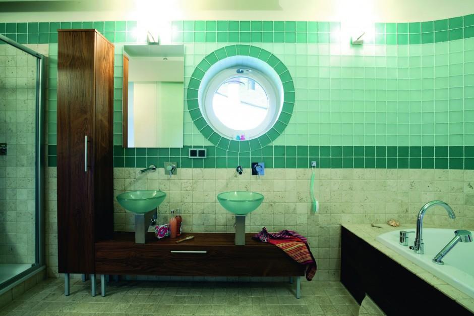 Łazienka dla młodzieży – salon kąpielowy w stylu morskim