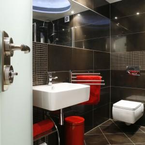 Łazienka przy sypialni - małe wnętrze może być funkcjonalne