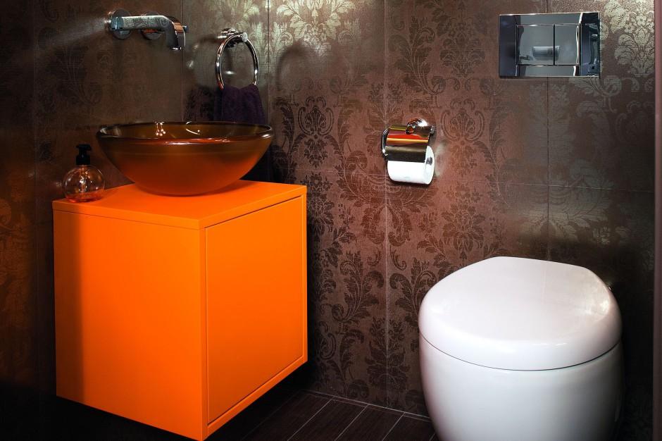 Łazienka dla gości. Pałacowe wnętrze inspirowane barokiem