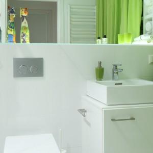 Optymistyczna łazienka dla rodziny - ożywiona zielenią