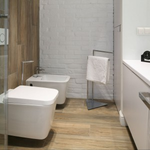 Cegła w łazience - trwałe wykończenie w stylu loft