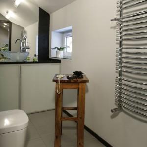 W stylu glamour - elegancka łazienka na poddaszu