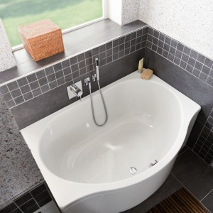Wanny asymetryczne - sposób na aranżację małej łazienki