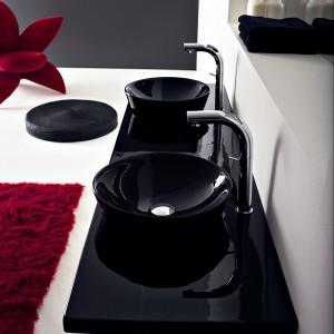 Czarna wanna, umywalka, brodzik - modne i stylowe