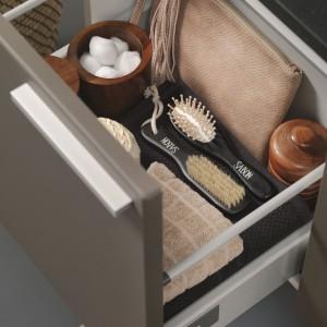 Więcej miejsca na kosmetyki - praktyczne meble do łazienki