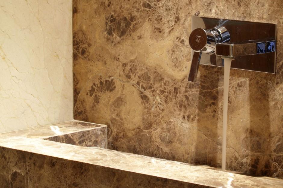 Łazienka z marmurem - zobacz materiał dla indywidualistów