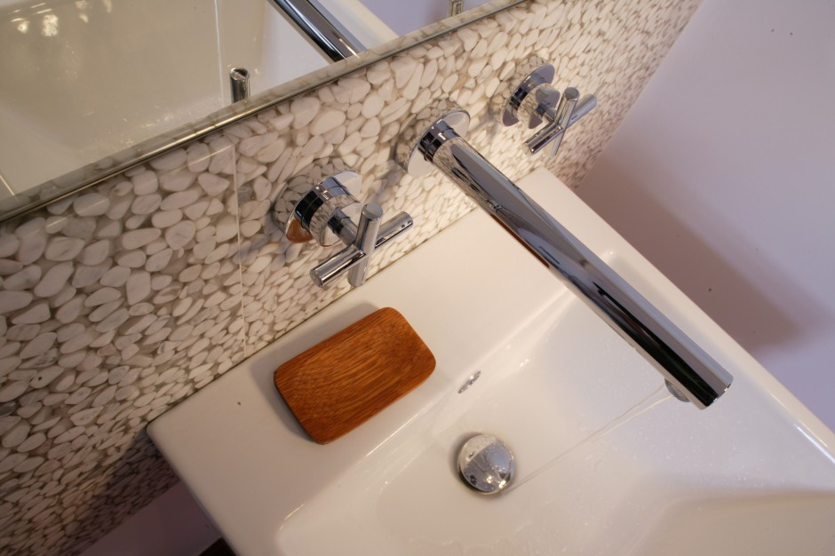 Łazienka na poddaszu: zobacz niezwykłe wykończenie ścian