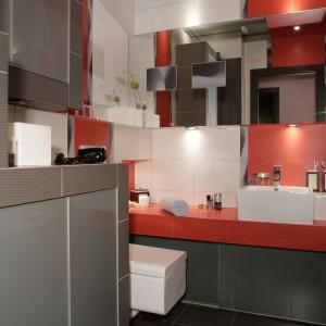 Lustro weneckie i wzór 3D - zobacz jak powiększają małą łazienkę