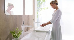 Powiększamy małą łazienkę – 15 trików z lustrami