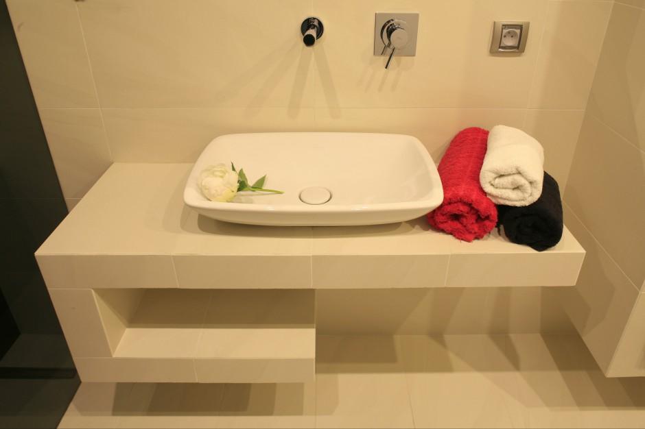 Łazienka z kamienną mozaiką – tak można dekorować wnętrze