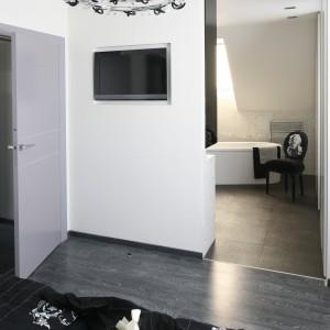 Łazienka z Marilyn Monroe: stylowy azyl przy sypialni