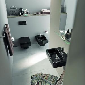Łazienka jak salon – ustaw zdjęcia, rzeźby i pamiątki z podróży