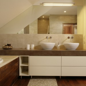 Salon kąpielowy stylu SPA - tak można wykorzystać drewno teakowe