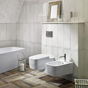 Płytki jak drewno – zobacz najmodniejsze aranżacje łazienki