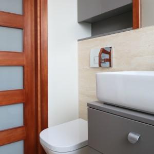 Inspirujemy - Bardzo mała łazienka – wygodna, z pralką i prysznicem  Łazienka.pl
