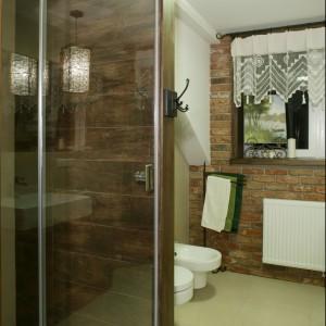 Łazienka ocieplona drewnem – zobacz wnętrze inspirowane włoskim stylem