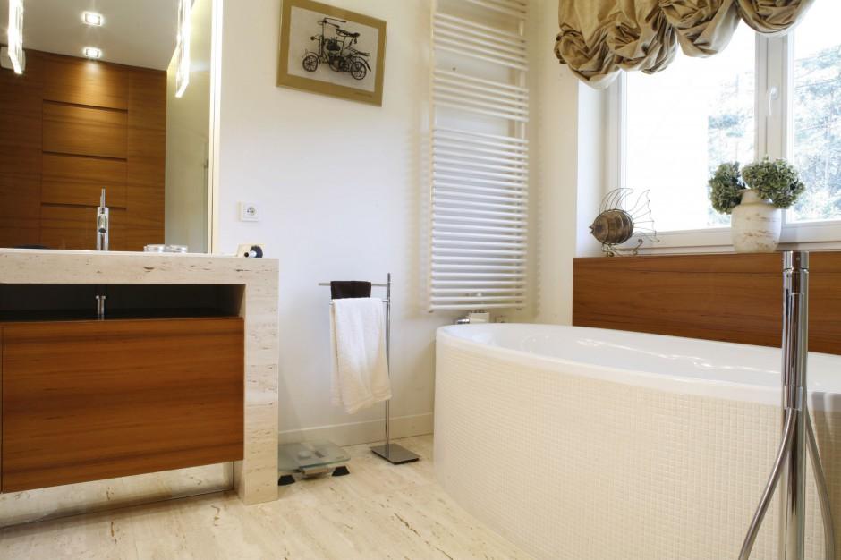 Salon kąpielowy dla dwojga – tak można wykorzystać naturalne materiały