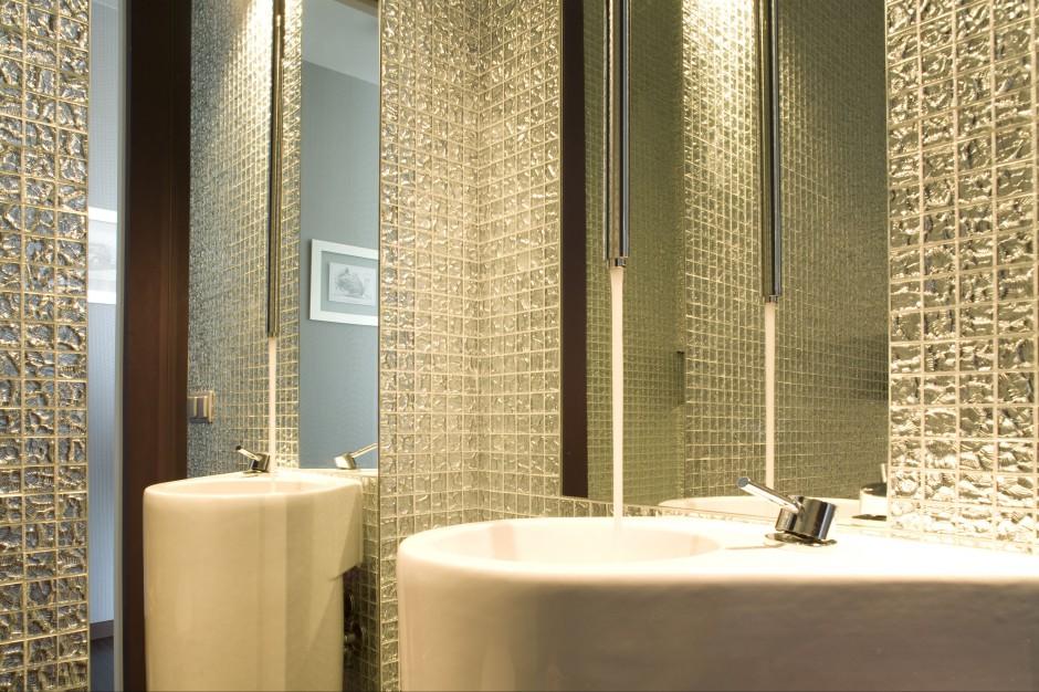 Wyjątkowa toaleta dla gości – tutaj woda płynie z sufitu!