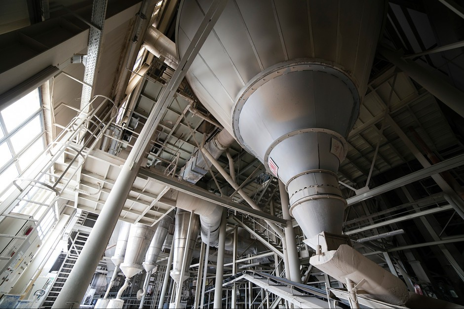 Jak powstają płytki ceramiczne? Wizyta w fabryce
