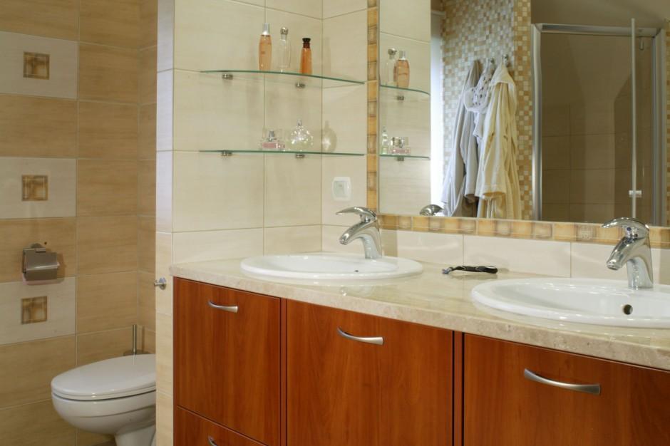 Łazienka na poddaszu – zobacz wnętrze dla dwojga