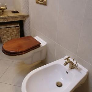 Stylowa łazienka w kamieniu – zobacz wnętrze w klimacie art déco