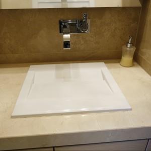 Mała łazienka dla gości – prysznic można ukryć we wnęce