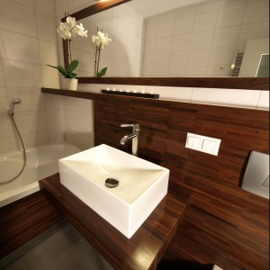 Drewno do łazienki –  eleganckie wanny, umywalki, podłogi i blaty