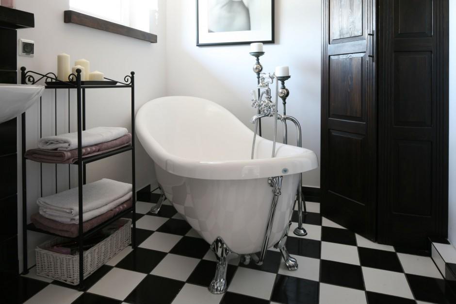 Luksusowe retro – zobacz salon kąpielowy w kobiecym stylu