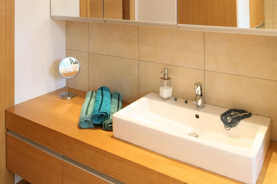 Łazienka w drewnie – zobacz wnętrze ocieplone naturalnym materiałem
