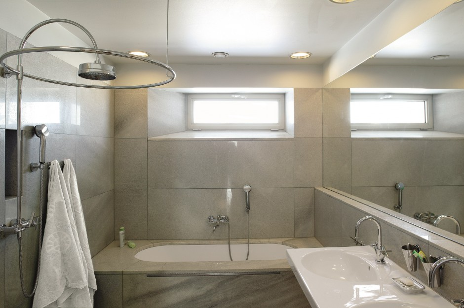 Inspirujemy Bardzo Mała łazienka Z Dużą Wanną Prysznicem