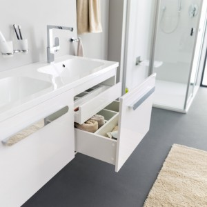 Meble do małej łazienki – 10 pomysłów na przechowywanie i porządek