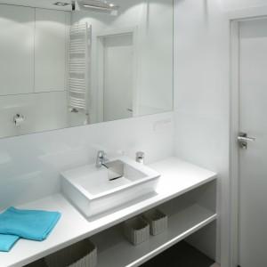 Rodzinna łazienka z fototapetą – dużo pomysłów na małym metrażu