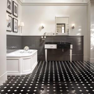 Płytki w szachownicę – supermodny wzór na podłogę do łazienki. 10 aranżacji