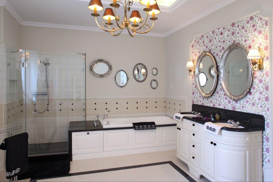Łazienka w stylu angielskim – gustowna i funkcjonalna. Z klasycznymi dodatkami