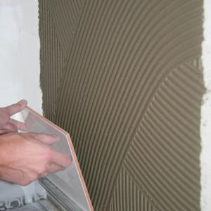 Ekspert radzi: jak prawidłowo aplikować zaprawę na płytki wielkoformatowe
