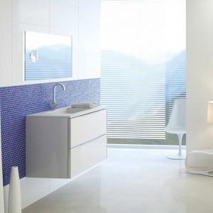Powiew morskiej bryzy w łazience – aranżacje z niebieskimi akcentami