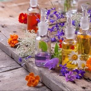 Kąpiele piękności. Wypróbuj w wakacje przepisy z ziołami, mlekiem albo miodem