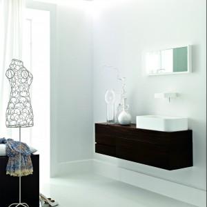 Garderoba w łazience – modna i praktyczna. 12 inspirujących aranżacji