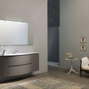 Kolorowe meble łazienkowe – zobacz pomysłowe modele