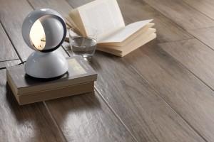 14 kolekcji płytek, które idealnie imitują drewno [przegląd]
