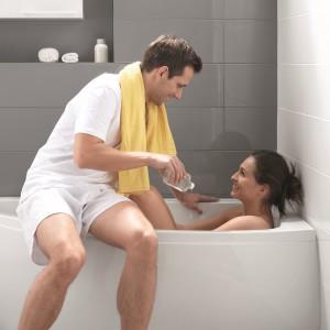 Wanny o małej pojemności – sprawdź modele do łazienek rodzinnych