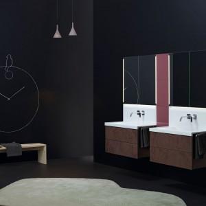 Zabawa z farbą tablicową – napisz coś miłego na ścianie w łazience
