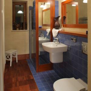 Łazienka przy sypialni – wnętrze inspirowane barwną Hiszpanią
