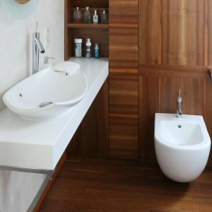 Rodzinne klimaty – łazienka w ciepłym drewnie