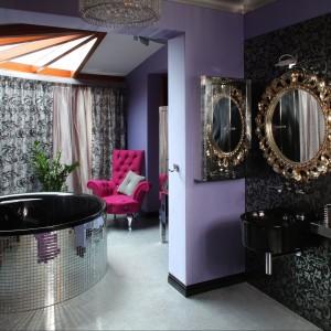 Łazienka w  stylu glamrock –  zaskakujące wnętrze w baśniowym klimacie