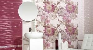 Okładziny ceramiczne w łazienkach dla gości – jak dobierać płytki radzi architekt