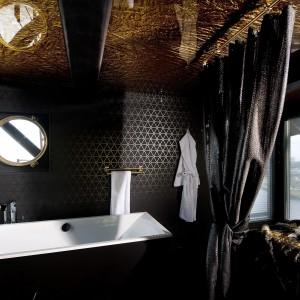 Łazienka na szczycie dźwigu? Czemu nie! Znajdziemy takie w hotelu w Amsterdamie